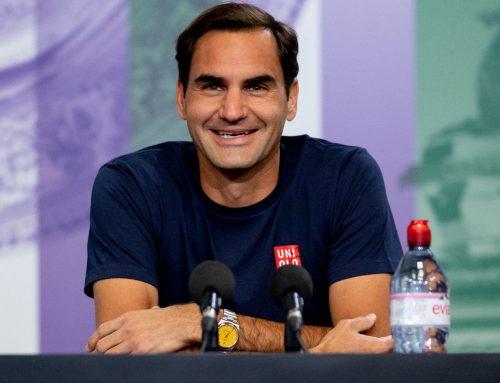 "Roger Federer indossa un Rolex Oyster Perpetual 124300 ""Yellow"" durante la conferenza stampa pre Wimbledon 2021"